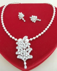 Silver background necklace with leafy designed pendant embedded with clear cubic zirconia stones-CJP113