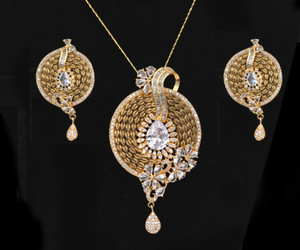 Women's Unique Handcrafted Golden Look Round shaped flowery designed Pendant Set with White Stones