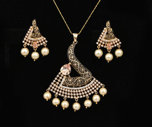 Bollywood fashion Gold Plated Topaz, White stones and Faux pearl Pendant set for Women