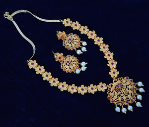 Gold plated jewellery with color guarantee Flower design necklace
