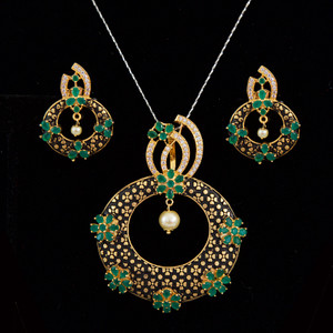 AD stone studded pendant earrings set