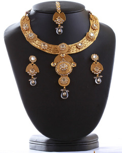 Beautiful Indian bridal polki jewelry set hand crafted in a gold background with white polki stones -04PLKA02