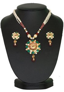 An elegant design antique Kundan Pendant Set with combination of Ruby and Green,white Stones-01KDNJ14