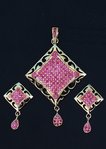 Fuchsia stones fashion jewelry