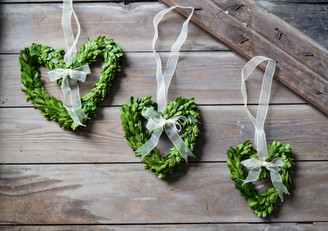 PRESERVED BOXWOOD WREATH - HEARTS W/ RIBBONS - 3 PC SET
