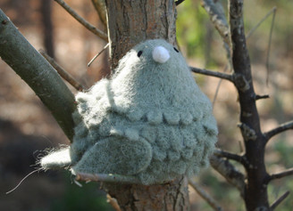 WOOLY BIRD SITTING - GREY
