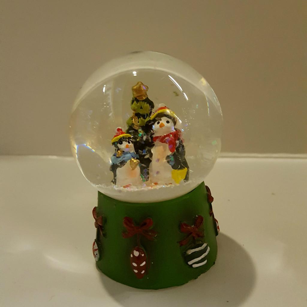 Penguins Mini Snow Dome