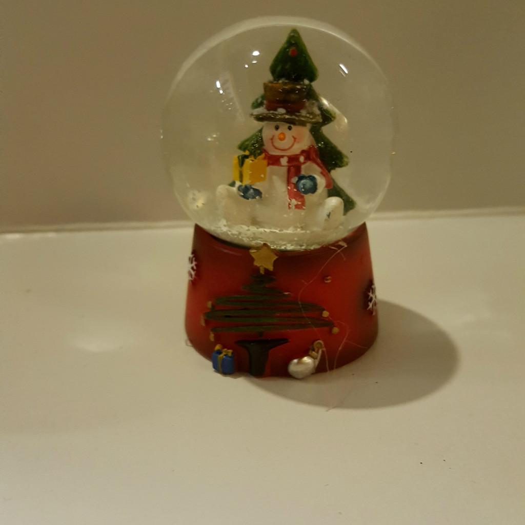Sitting Snowman Mini Snow Dome