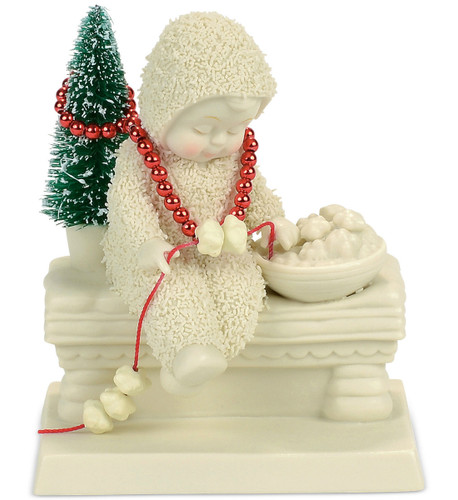 Department 56 - Snowbabies - Dressing the Tree