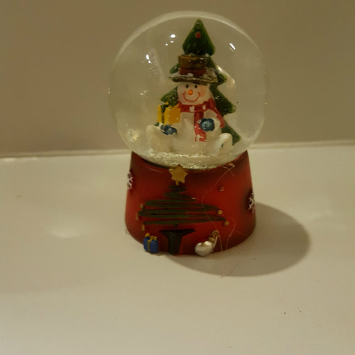 Sitting Snowman Mini Snow Dome