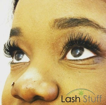 lash-artist-of-the-week-liran-pennock-photo-of-eyelash-extensions-by-lash-stuff.jpg