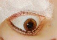 applying eye gel pads for eyelash extensions - Lash Stuff