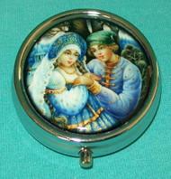BEAUTIFUL YOUNG SWEETHEARTS ON RUSSIAN PILL BOX #5681