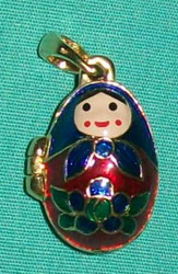 BRIGHTLY COLORED HANDPAINTED RUSSIAN MATRYOSHKA NESTING DOLL CHARM / LOCKET 8493