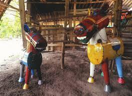 Henry_the_Horse_2_in_barn.jpg