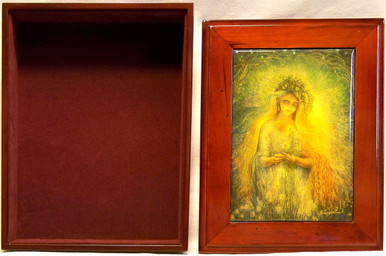 """LADY GALADRIEF JEWELRY BOX WITH LID THAT CAN BE DISPLAYED ON WALL ART DESIGNS BY JOSEPHINE WALL  A POPULAR ENGLISH FANTASY ARTIST. THIS JEWELRY BOX CAN BE USED IN SEVERAL DIFFERENT WAYS. THE LID CAN BE USED PICTURE UP OR WORDS UP OR CAN BE HUNG ON THE WALL,  USING THE EYELETS PROVIDED THE CASE ITSELF IS FELT LINED  AND WITH LID  MEASURES 8 5/8"""" X 6 13/16"""" X 3 1/2"""""""
