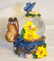 """MINITURE SNOW GLOBE WITH BUTTERFLYS & YELLOW FLOWERS MEASURES 2 1/2"""" X 2"""" X 2 1/2"""""""