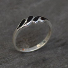 ladies whitby jet ring