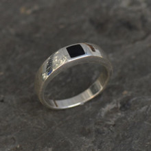 ladies modern whitby jet silver ring