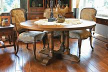 Silverlake Quadruple-Turned Pedestal Dining Table