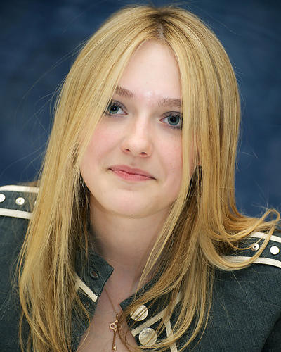 This is an image of Photograph & Poster of Dakota Fanning 285143