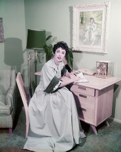 This is an image of Photograph & Poster of Elizabeth Taylor 285369