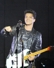 This is an image of Photograph & Poster of Bruno Mars 293145