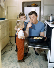 This is an image of Photograph & Poster of Robert Mitchum 294315