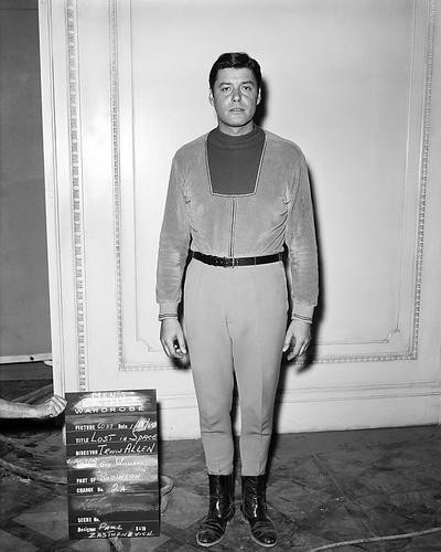 This is an image of Photograph & Poster of Guy Williams 195731