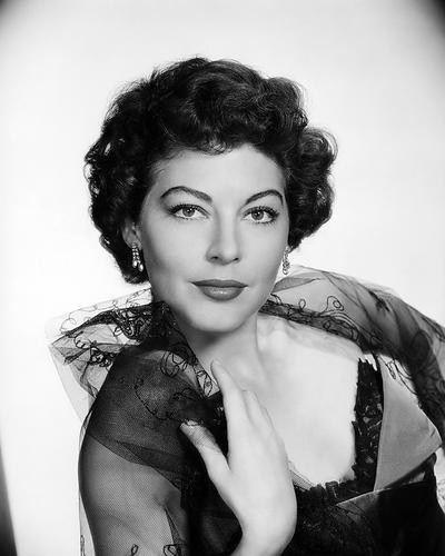 This is an image of Photograph & Poster of Ava Gardner 196565