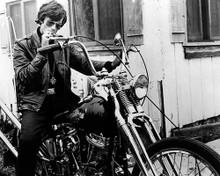This is an image of Photograph & Poster of Peter Fonda 197207