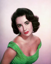 This is an image of Photograph & Poster of Elizabeth Taylor 289003