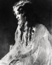 This is an image of Photograph & Poster of Mary Pickford 198602