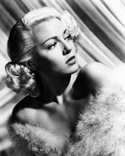 This is an image of Photograph & Poster of Lana Turner 198654