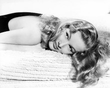 This is an image of Photograph & Poster of Veronica Lake 198566