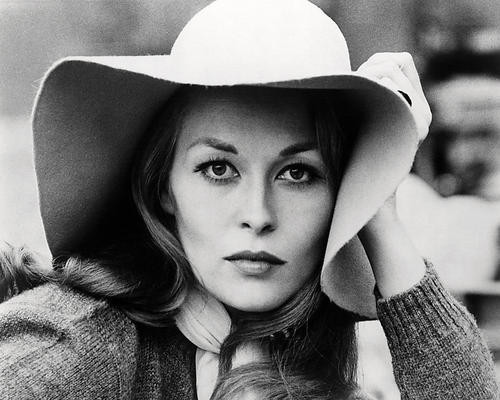 This is an image of Photograph & Poster of Faye Dunaway 198749