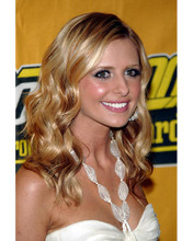 This is an image of 264355 Sarah Michelle Gellar Photograph & Poster