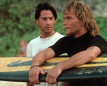 This is an image of 280917 Patrick Swayze as Bodhi and Keanu Reeves as FBI Special Agent John 'Johnny' Utah in Point Break