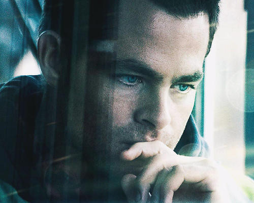 This is an image of 283024 Chris Pine Photograph & Poster