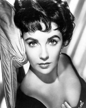 This is an image of 173280 Elizabeth Taylor Photograph & Poster