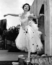This is an image of Photograph & Poster of Leslie Caron 102805