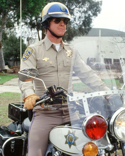 This is an image of Photograph & Poster of Larry Wilcox 298409