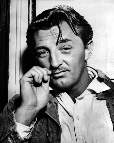 This is an image of Photograph & Poster of Robert Mitchum 103138