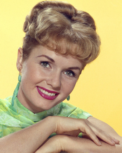 This is an image of Prints & Posters of Debbie Reynolds 201347