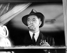 This is an image of Photograph & Poster of Robert Mitchum 100797