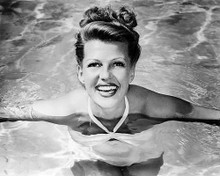 This is an image of Photograph & Poster of Rita Hayworth 101085