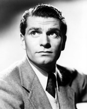 This is an image of Photograph & Poster of Laurence Olivier 101457