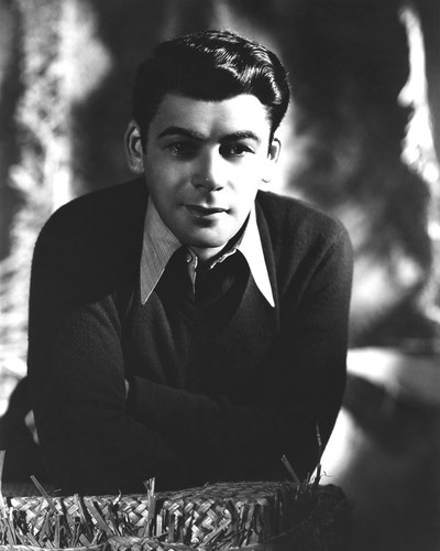 This is an image of Photograph & Poster of Paul Muni 101531