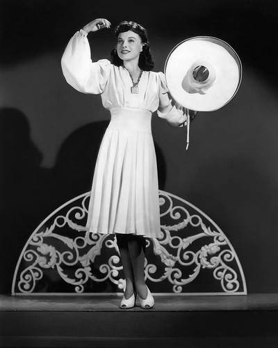 This is an image of Photograph & Poster of Paulette Goddard 102648