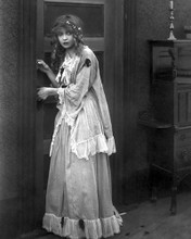 This is an image of Photograph & Poster of Lillian Gish 102650